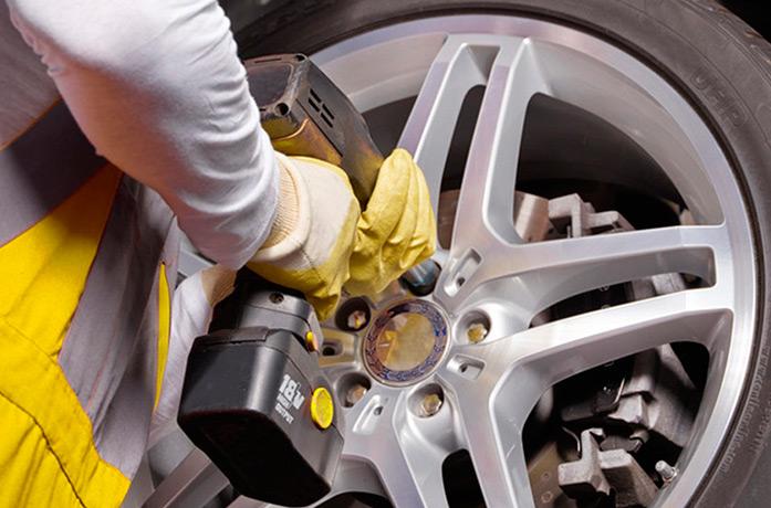 Kfz-Helfer/-in ReifenwechselReifenmonteur/-in beim Reifenservice
